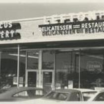 Green Road Foods: near Cedar Road